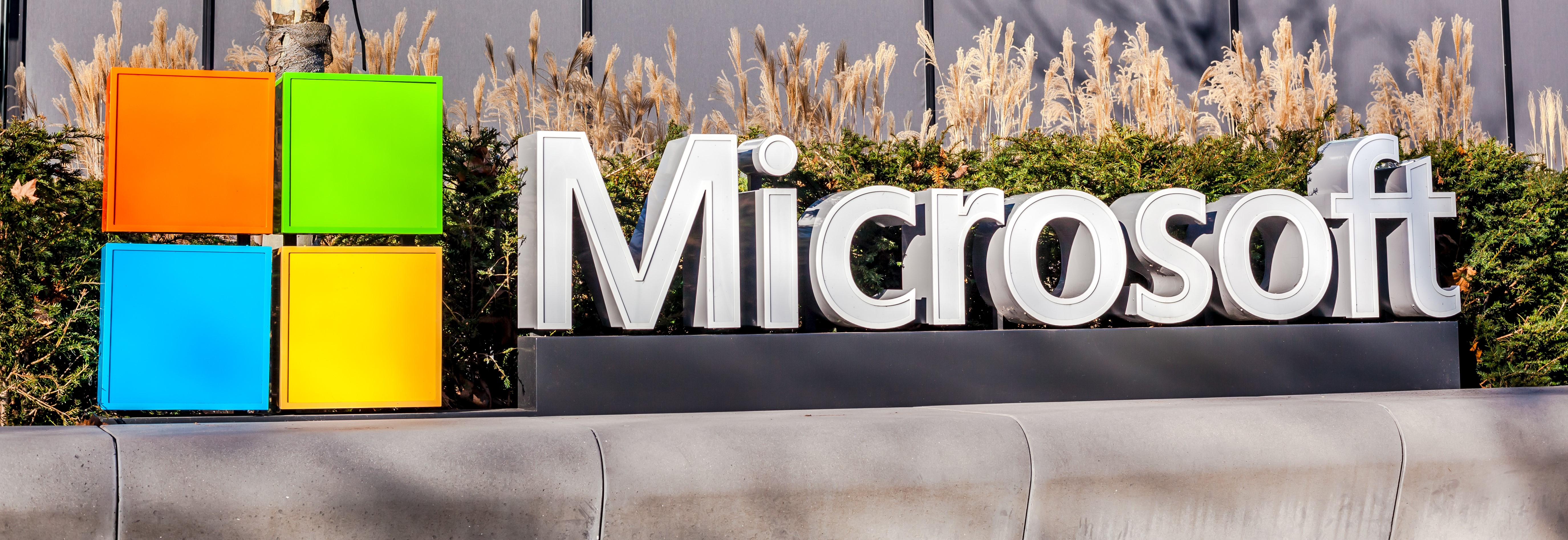Microsoft's market cap hits US$1 trillion